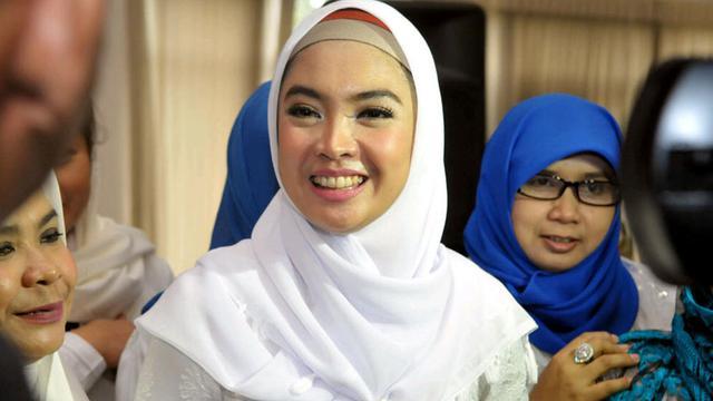 Ingrid Kansil Sewot Dengan Artis yang Merokok Sembarangan - ShowBiz ... f1216b8eab
