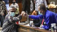 Ketua KPU Arief Budiman (kiri) saat Rapat Dengar Pendapat (RDP) dengan Komisi II DPR di Gedung Nusantara, Senayan, Jakarta, Kamis (12/11/2020). Rapat membahas Revisi Peraturan KPU (RPKPU) terkait penghitungan suara hingga rekapitulasi penghitungan suara Pilkada 2020. (Liputan6.com/Johan Tallo)