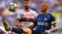 Striker Inter Milan Mauro Icardi beraksi pada laga melawan Genoa di Stadion Giuseppe Meazza, Milan, Minggu (24/9/2017). (AFP/Marco Bertorello)