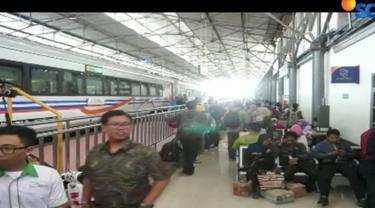 Tiket kereta api jurusan Jakarta menuju Semarang saat ini sudah habis terjual.