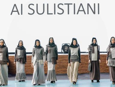 Lulusan Islamic Fashion Institute menampilkan karyanya yang bertajuk modest wear pada 5 Desember 2017 di Bandung. (Liputan6.com/pool/IFC)