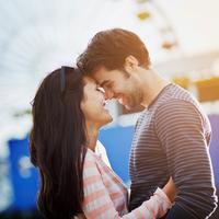 Biar nggak pusing mikirin persiapan nikah, kasih kode pacarmu yang lucu-lucu saja lah! (Foto: whatisnever.com)