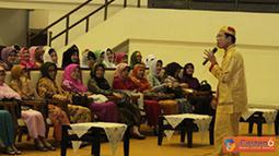 Citizen6, Cilangkap: Penceramah kali ini adalah Ustad H. Muhammad Ustman Ansori, SQ, MA  (Koko Liem), yang menguraikan tentang hikmah puasa di bulan Ramadhan, Rabu (18/7). (Pengirim: Badarudin Bakri)