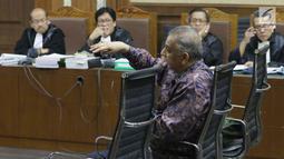 Terdakwa dugaan suap proyek PLTU Riau-1 yang juga mantan Dirut PLN, Sofyan Basir memberi keterangan saat menjalani sidang lanjutan di Pengadilan Tipikor, Jakarta, Senin (23/9/2019). Sidang mendengar keterangan terdakwa. (Liputan6.com/Helmi Fithriansyah)