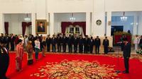 Presiden Jokowi menganugerahkan gelar pahlawan nasional kepada sejumlah pahlawan dari beberapa daerah. (Merdeka.com/Titin Supriatin)