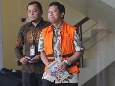 Mantan Ketum PPP Muhammad Romahurmuziy akan menjalankan salat jumat usai diperiksa oleh penyidik di Gedung KPK, Jakarta, Jumat (21/6/2019). Rommy diperiksa sebagai tersangka terkait dugaan menerima suap dalam jual beli jabatan di Kemenag Jawa Timur. (merdeka.com/Dwi Narwoko)