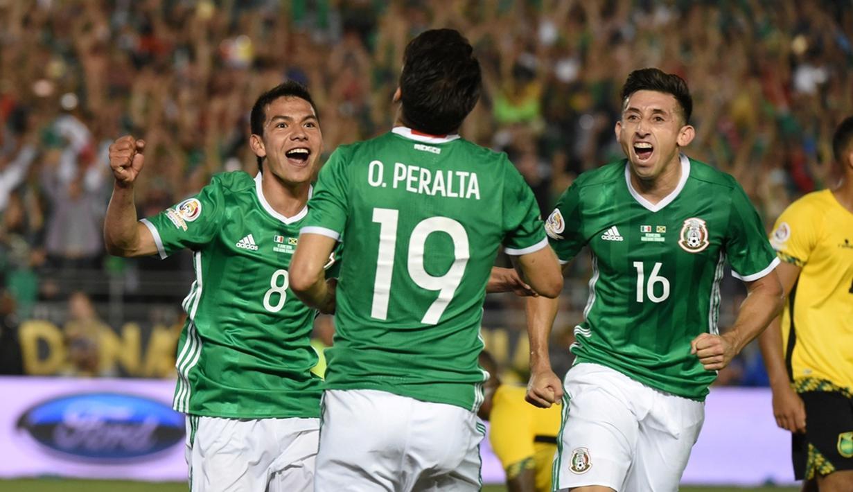 Meksiko memastikan lolos ke perempatfinal Copa America 2016 setelah mengalahkan Jamaika dengan skor 2-0 di Stadion Rose Bowl, Pasadena, Jumat (10/6/2016). (AFP/Mark Ralston)