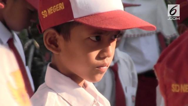 Dengan dijemput gurunya, Ardiansyah kembali masuk sekolah, ini merupakan hari pertama kembali Ardiansyah duduk dibangku sekolah, serta merasakan mengenyam pendidikan.