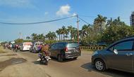 Kemacetan panjang menuju Anyer-Carita. (Liputan6.com/Yandhi Deslatama)