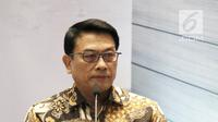 Kepala Staf Kepresidenan, Jendral TNI (Purn) Moeldoko memberi sambutan pada acara penggalangan dana untuk Lombok-Sumbawa dan peluncuran buku TGBNomics di Jakarta, Jumat (14/9). (Liputan6.com/Herman Zakharia)