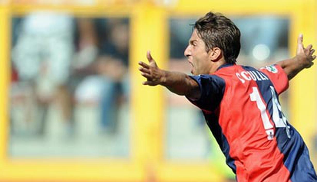 Genoa's forward Giuseppe Sculli celebrates after scoring against AC Milan during their Serie A football match at Genoa's Luigi Ferraris stadium on September 14, 2008. AFP PHOTO/ Filippo MONTEFORTE