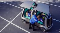 erusahaan jaringan supermarket Kroger, bersama startup Nuro, menghadirkan mobil tanpa sopir yang mampu mengantarkan barang belanjaan konsumen hingga ke depan pintu rumah. (Carscoops)