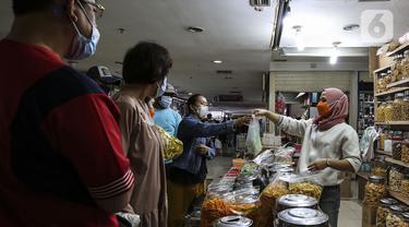 FOTO: Jelang Lebaran, Omzet Penjualan Kue Kering Meningkat Drastis