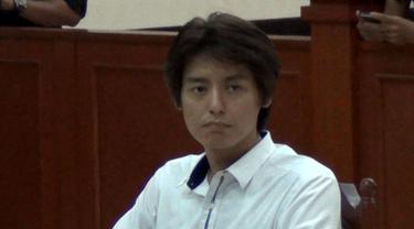 Roger Danuarta kembali menjalani sidang lanjutan kasus narkoba yang digelar di Pengadilan Negeri Jakarta.