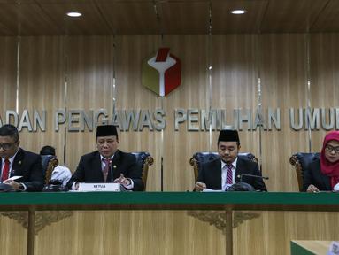 Ketua Bawaslu, Abhan memimpin sidang pembacaan putusan pendahuluan atas dugaan kecurangan pemilu terstruktur, sistematis, dan masif (TSM) di Gedung Bawaslu RI, Jakarta, Senin (20/5/2019). Bawaslu menolak laporan yang dilayangkan BPN Prabowo Subianto-Sandiaga. (Liputan6.com/Faizal Fanani)