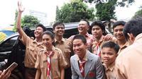 Ketua DPR Bambang Soesatyo bersama para pelajar. (Liputan6.com/Rifqi Aufal Sutisna)