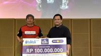 Kepala Pelatih Ganda Putra PBSI Herry Iman Pierngadi saat menerima bonus Kejuaraan Dunia Bulu Tangkis 2019 di Galeri Indonesia Kaya, Jakarta, Rabu (4/9/2019). (foto: istimewa)
