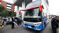 Ketua Satgas COVID-19 Doni Monardo melepas mobile lab BSL-2 tipe bus hasil inovasi BPPT, yang  diluncurkan di Graha BNPB, Jakarta pada Rabu, 16 Desember 2020. (Badan Nasional Penanggulangan Bencana/BNPB).