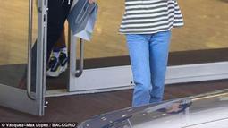 Dilansir dari HollywoodLife, Ben dan Kendall pun tak lama meninggalkan tempat tersebut yang diikuti Tinashe enam menit kemudian. (Daily Mail)