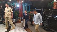 Menko Kemaritiman Luhut B Pandjaitan menjenguk Wiranto di RSPAD Jakarta.
