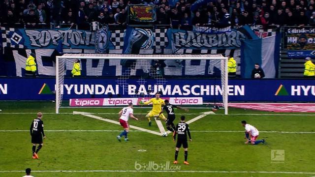 Berita video salah satu aksi Leon Bailey pada Bundesliga 2017-2018 yang mengangumkan. This video presented by BallBall.