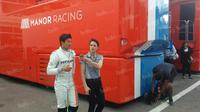 Pebalap Manor Racing asal Indonesia, Rio Haryanto, seusai latihan bebas kedua F1 GP Spanyol di Sirkuit Catalunya, Spanyol, Jumat (13/5/2016). (Bola.com/Reza Khomaini)