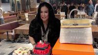Jennifer Ipel saat mendapat kejutan ulang tahun (Sumber: Instagram/ajunperwira)