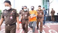 Tersangka kredit fiktif Bank Jatim ditahan. (Dian Kuriniawan/Liputan6.com)