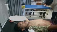 Pemuda itu membunyikan knalpot brong yang bising saat warga salat Maghrib. (Liputan6.com/Dian Kurniawan)