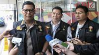 Ketua Tim Media Satgas Antimafia Bola Komisaris Besar Argo Yuwono memberikan keterangan pers terkait Penggeledahan kantor baru PSSI di FX Tower, Jakarta, Rabu (30/1). (Liputan6.com/Faizal Fanani)