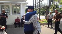 Sandiaga Uno dan Erick Thohir Berpelukan (Liputan6.com/Delvira Hutabarat)