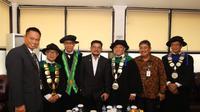 Menteri Pertanian Syahrul Yasin Limpo bersama tiga profesor riset.