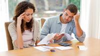 Jangan hanya bermesraan. Ada beberapa hal penting yang menyangkut keuangan kalian berdua. | via: aplusfcu.org