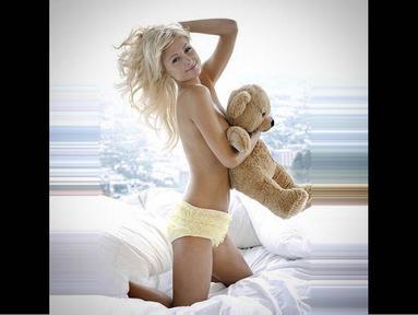 Paris Hilton mengunggah foto dirinya topless sambil memeluk boneka teddy bear di akun Instagram-nya, Kamis (23/10/14). (instagram.com/parishilton)