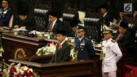 Presiden Joko Widodo (Jokowi) menyampaikan Pidato Kenegaraan dan RAPBN 2018 dalam Sidang Tahunan MPR-RI Tahun 2017 di Gedung Parlemen, Jakarta (16/8). (Liputan6.com/Johan Tallo)