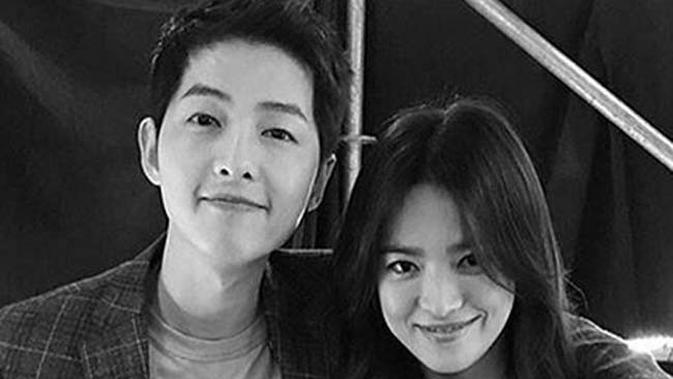 Rona bahagia tentunya tak hanya dirasakan Song Jong Ki dan Song Hye Kyo, namun juga para penggemar yang sudah tidak sabar melihat hari bahagia keduanya di 31 Oktober 2017 mendatang. (Doc: Instagram)