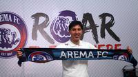 Milan Petrovic asisten pelatih baru Arema. (Bola.com/Iwan Setiawan)