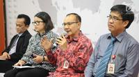 Ketua Satgas Waspada Investasi Tongam L Tobing (kedua kanan) menjelaskan tentang fintech di Indonesia, Jakarta, Rabu (12/12). Sedangkang P2P ilegal tidak menjadi tanggung jawab pihak manapun. (Liputan6.com/Angga Yuniar)