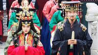 Changmon `TVXQ` melepas masa lajang dalam balutan busana tradisional.