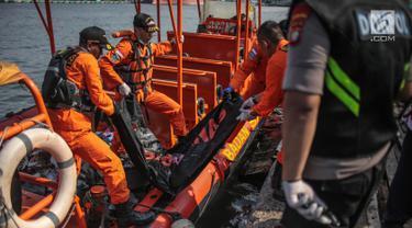 Kantung Jenazah dan Serpihan Lion Air JT 610 Tiba di Tanjung Priok