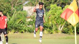 Persita lebih dulu memimpin lewat gol sundulan apik Ahmad Nur Hardianto pada menit ke-16. (Foto: Persita Tangerang)