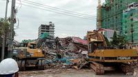 Bangunan tujuh lantai itu terletak di dekat pantai Sihanouk, Kamboja yang dimiliki oleh perusahaan asal China (AFP)