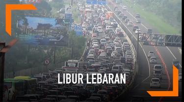 Libur lebaran kawan Puncak Bogor dipadati kendaraan, kemacetan terjadi sepanjang 5 kilometer dimulai dari pintu tol Ciawi. Polisi memberlakukan sistem satu rah secara bergantian.