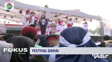 Warga Jakarta antusias mengikuti acara Festival Damai yang digelar di Monas, Jakarta.