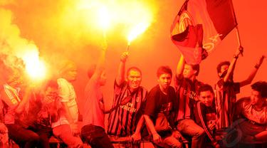Jupe, Milanisti, dan Biancocelesti Saksikan Laga Para Legenda