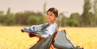 Anushka Sharma merupakan artis baru di dunia film Bollywood. Walaupun demikian, ia sudah beradu akting dengan aktor-aktor besar. Wanita cantik ini dikabarkan menerima bayaran sekitar Rp 12,5 miliar. (Foto: instagram.com/anushkasharma)