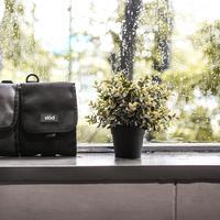 Millennials yang beraktivitas padat setiap hari pasti butuh pouch yang multifungsi. (Foto: Liten)