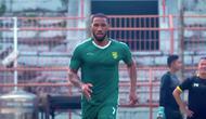 Pemain baru Persebaya, Alie Sesay. (Bola.com/Aditya Wany)