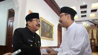Gus Ipul pamitan ke Pakde Karwo maju Pilkada Jatim (Dian Kurniawan/Liputan6.com)