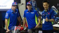 Pebalap Suzuki Ecstar, Andrea Iannone dan Alex Rins, menghadiri Suzuki Bike Meet Jambore Nasional 2018 di Sentul International Circuit pada Sabtu (3/2/2018). (Bola.com/Asprilla Dwi Adha)